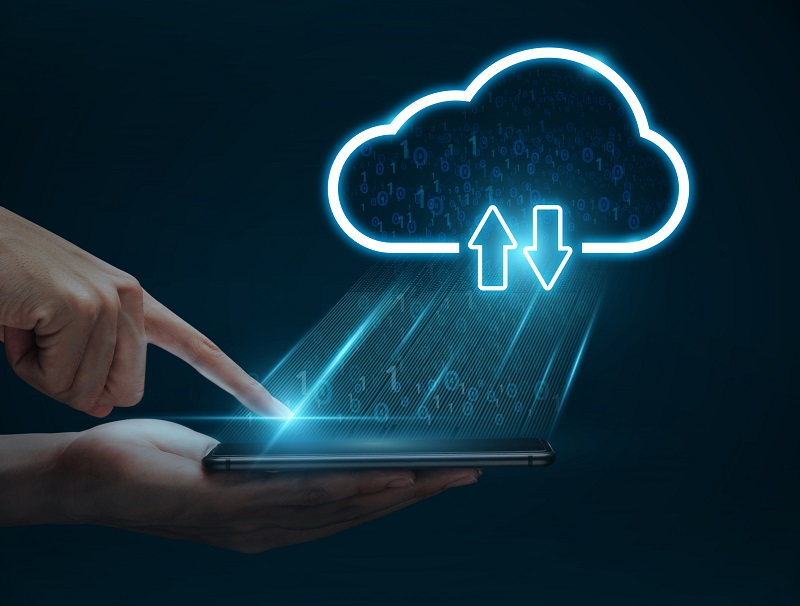 Cloud,Computing,Concept,,Man,Hand,Using,Smartphone,Connect,To,Cloud